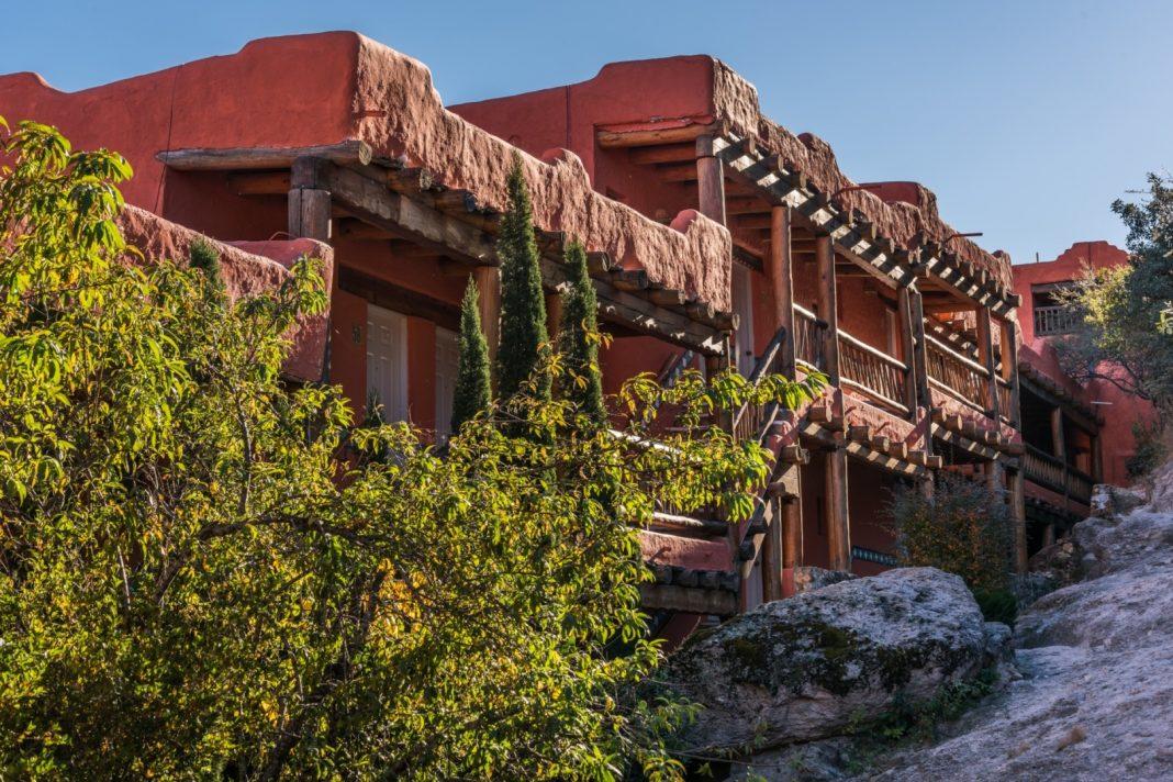 Entrance to Rooms Hotel Mirador